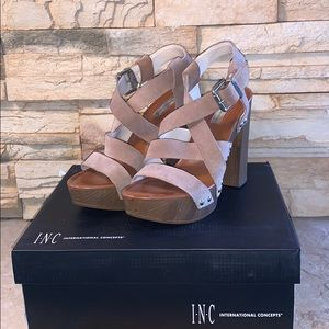 Woman's tan and gold Chunky Sandals